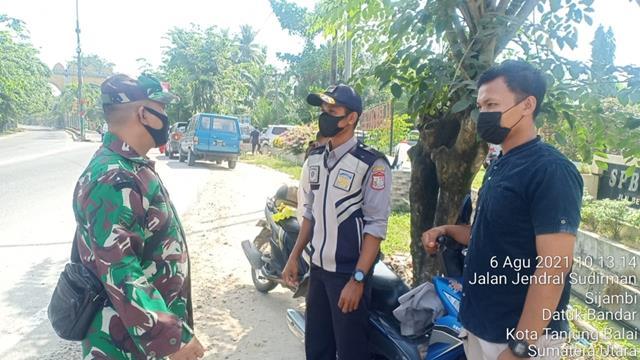 Sambangi Warga Untuk Ajak Agar Menerapkan Protkes Dilaksanakan PersonelJajaran Kodim 0208/Asahan