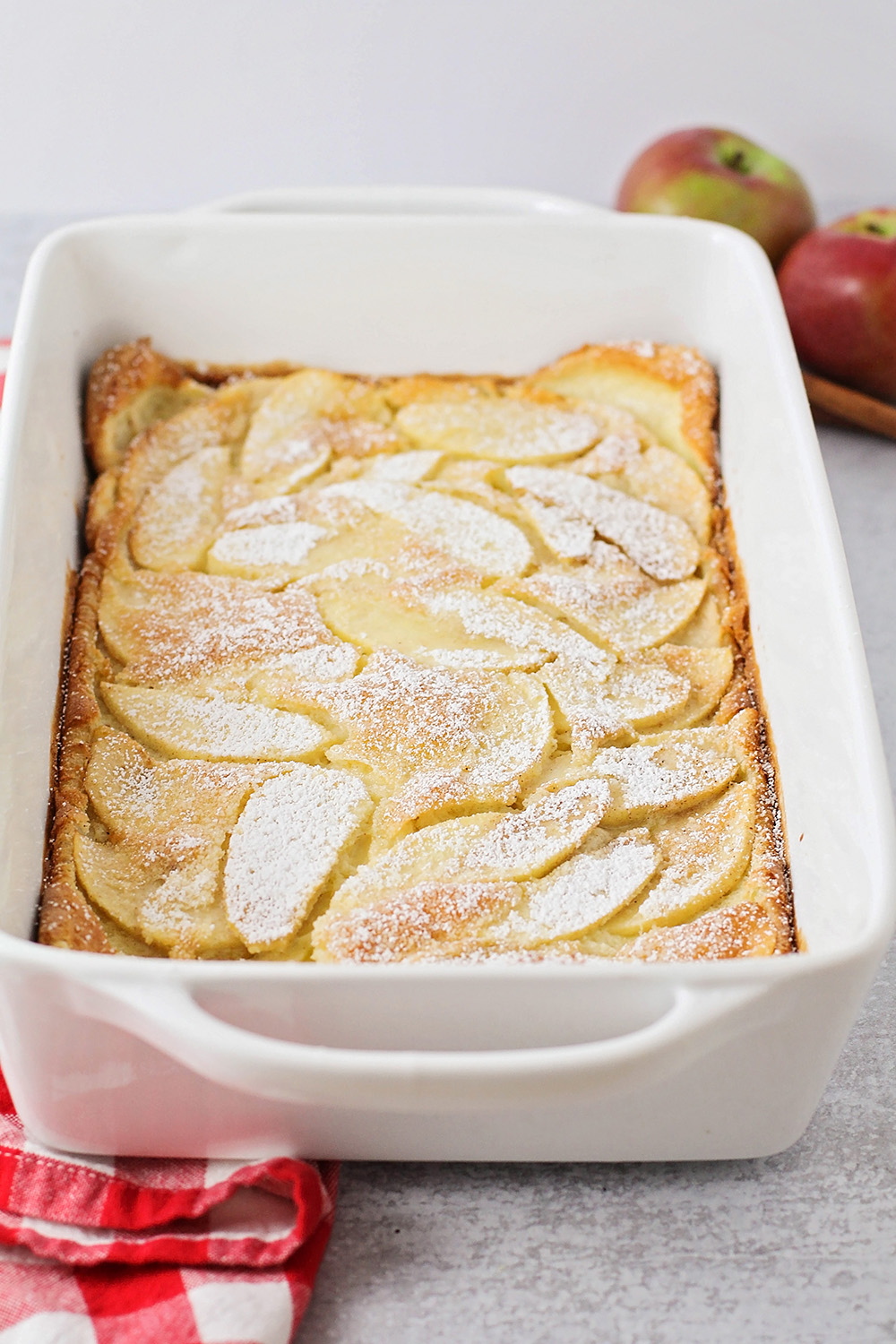 This apple cinnamon dutch baby pancake is made with simple ingredients, and super delicious!