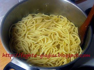 Μακαρονάδα νηστίσιμη με ελαιόλαδο και σκόρδο - από «Τα φαγητά της γιαγιάς»