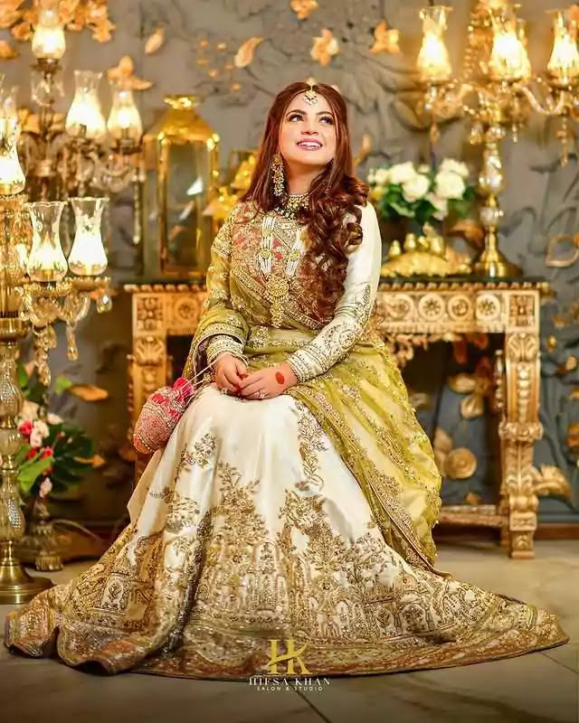 Stunning Bridal Photoshoot of Dananeer Mobeen