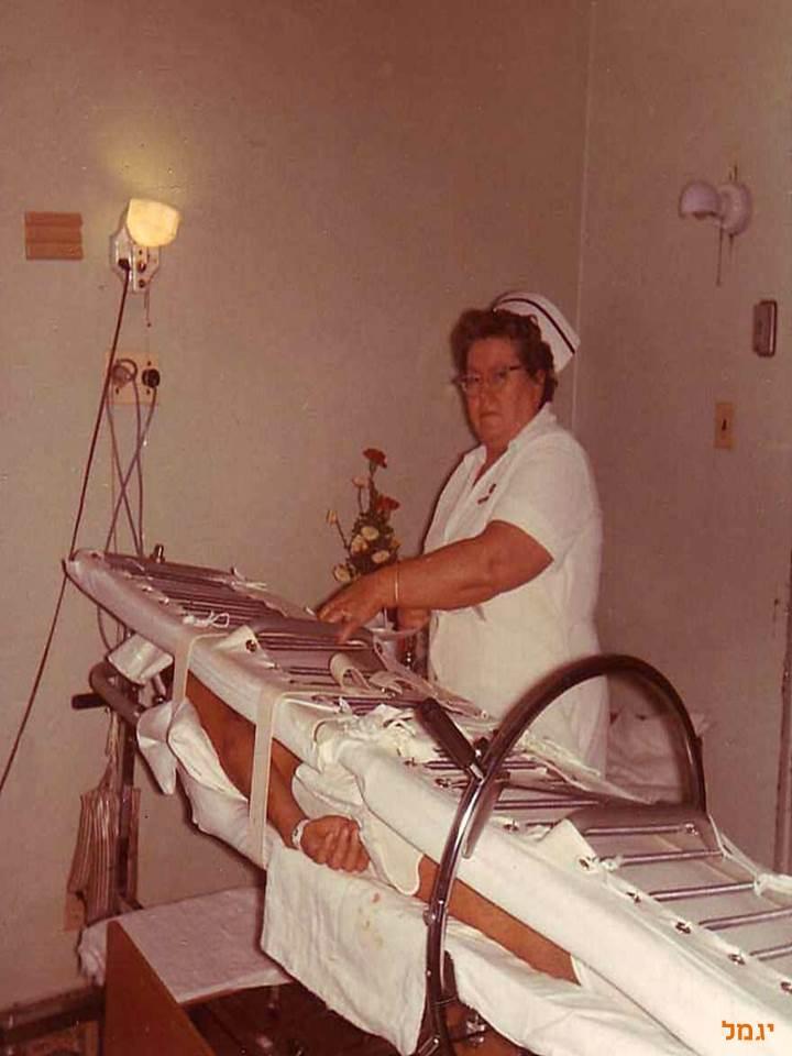 Divertimento Enfermero Enfermera cuidando a paciente en