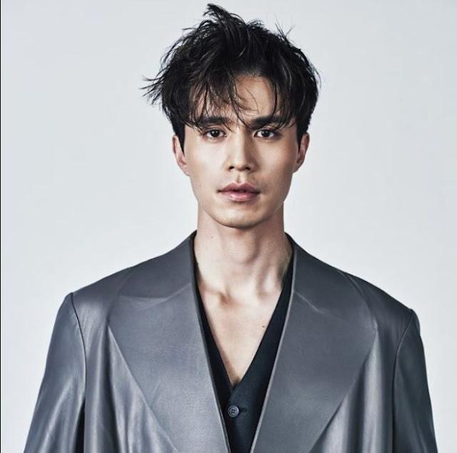 Gaya Rambut Pria Ala Artis Korea Messy Parted Light Bangs