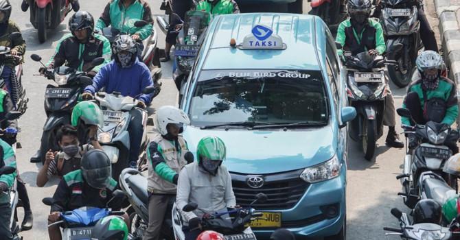 """Grab hay Go-Jek sẽ thắng trong cuộc đua """"siêu ứng dụng"""" ở Đông Nam Á?"""