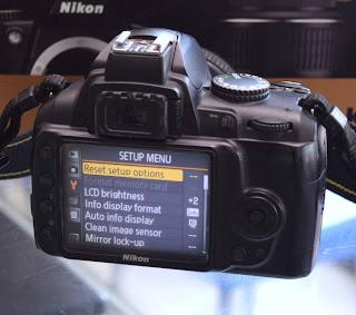 Kamera Nikon D3000 + Lensa Fix 50mm Fullset