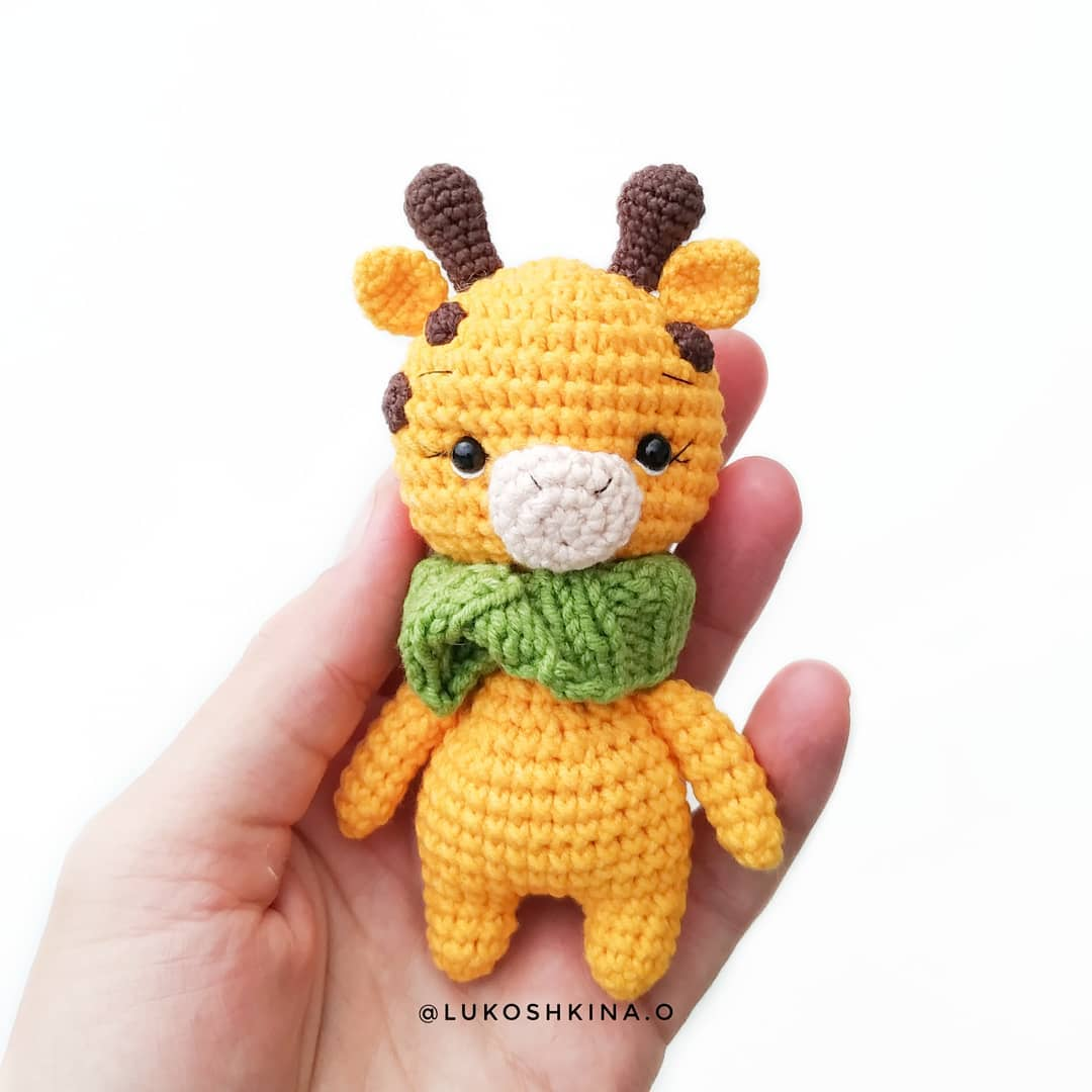 Giraffe amigurumi crochet pattern
