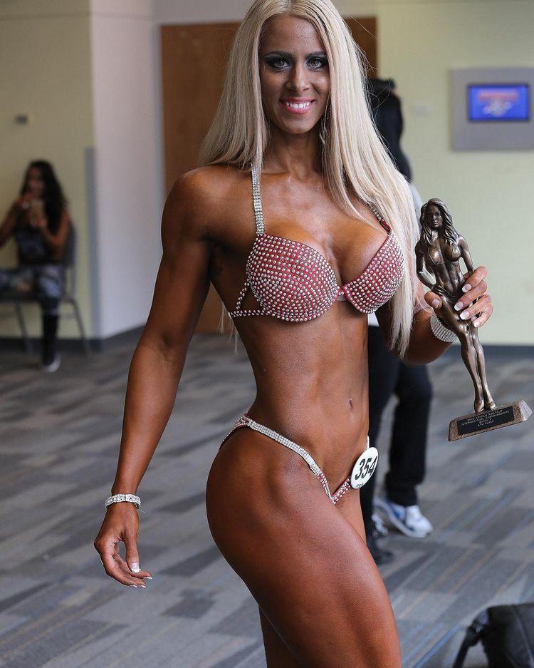 Helga Stibi Ifbb fitness pro