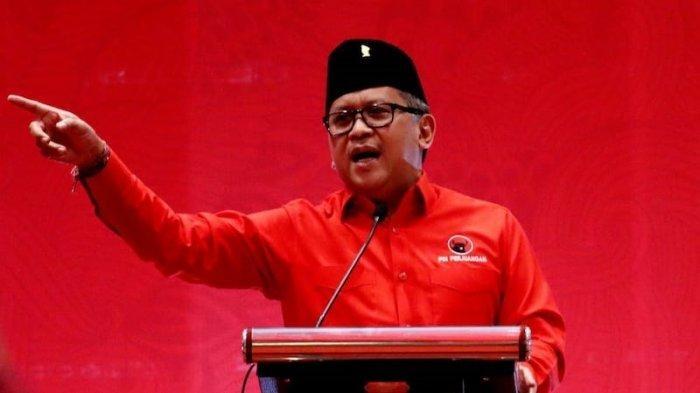 Suara Lantang Hasto, Pasang Badan Bela Jokowi