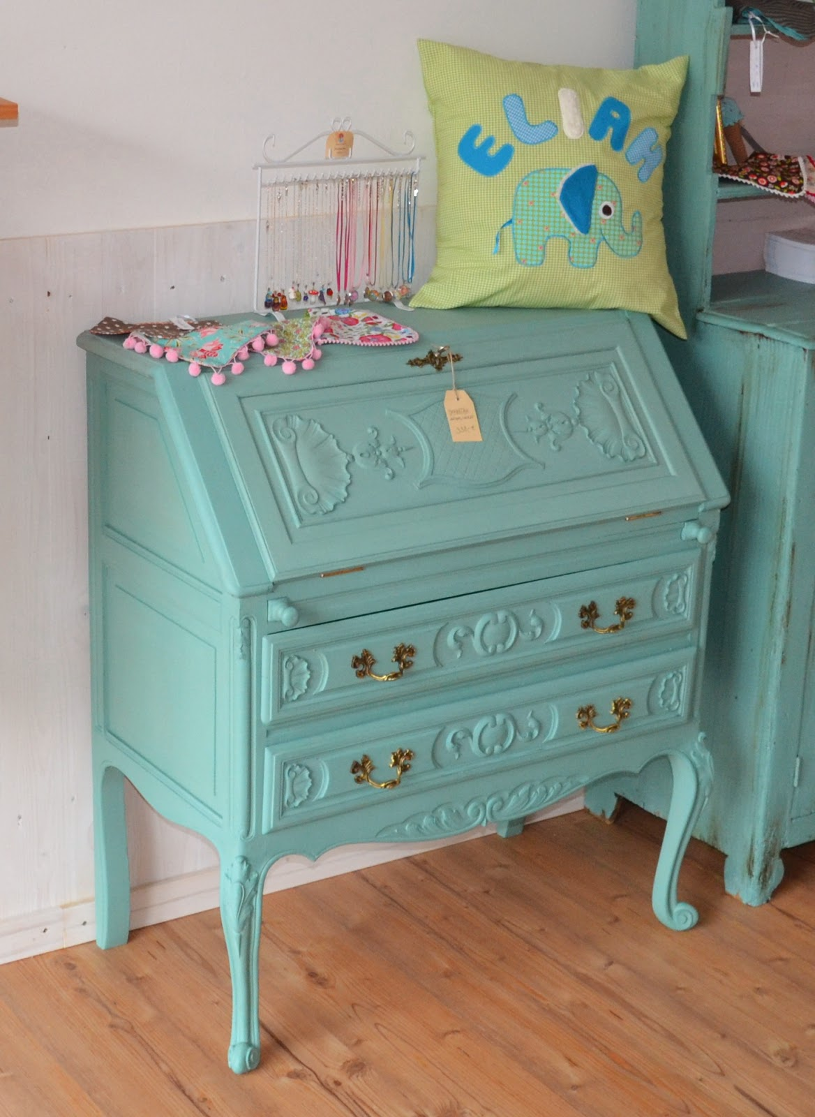 Peculiar Pixy: Vintage Möbel von Nouvelle Antique  Peculiar Pixy: ...