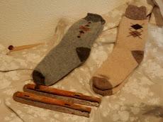 TE KOOP: veel nieuwe dikke sokken en kousen.