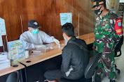 Pandemi Belum Berakhir, Koramil Sejangkung Terus Terapkan Protkes Kepada PMI di PLBN Aruk