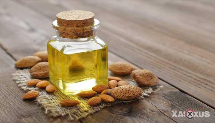 Cara membersihkan kotoran telinga dengan minyak almond