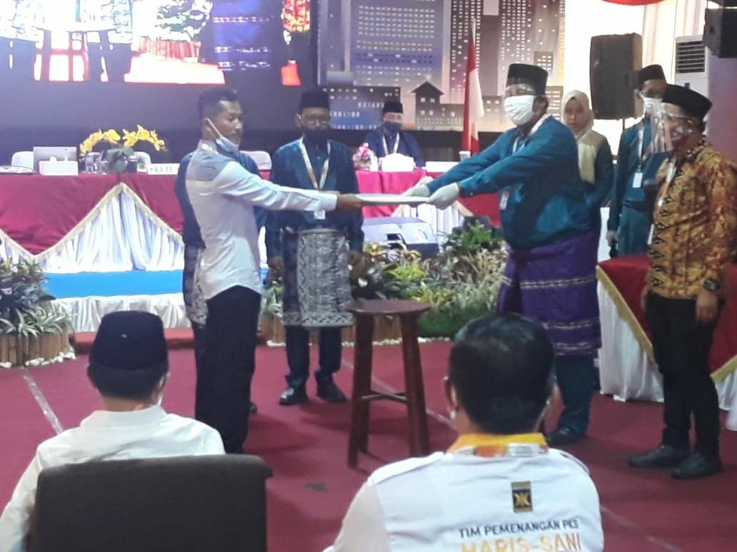 Penyerahkan Berkas Dokumen Paslon Kandidat Calon Gubernur Jambi 2020