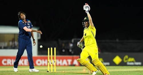 ऑस्ट्रेलियाई अम्पायरों के गलत फैसले ने भारत को अंतिम गेंद पर हराया, ट्विटर पर फैन्स भड़के