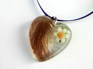 Hair and daisy flower keepsake pendant