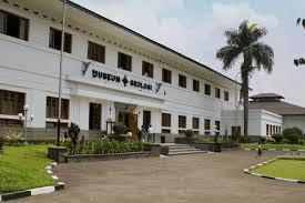 Museum Geologi – Jl Diponegoro, Bandung