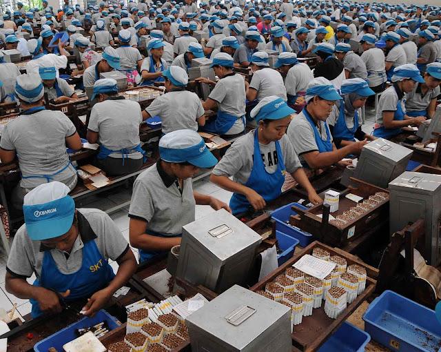 Buruh Pabrik-Wajibbaca