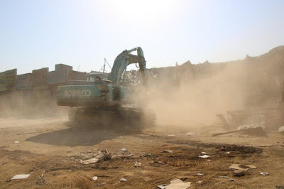 عمليات إزالة وهدم محلات تجارية وورش عشوائية في جدة في المملكة السعودية