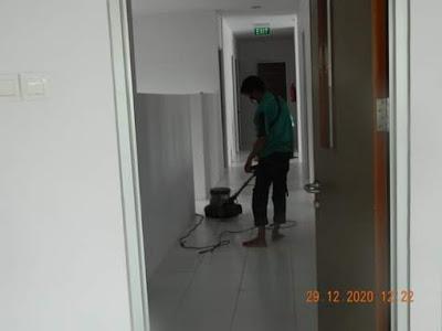 cuci lantai keramik