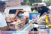 Dorong Masyarakat Disiplin Prokes, Kasat Lantas Polres Pinrang Turun ke Jalan Sapa Pengendara