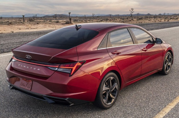 hyundai-elantra-red-taillights-and-exhaust