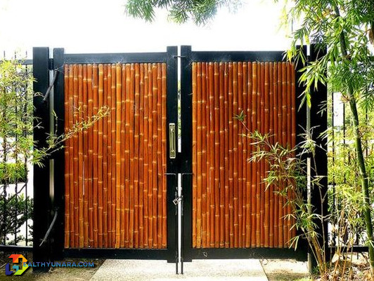Minimalist two-door wood fence japanese style