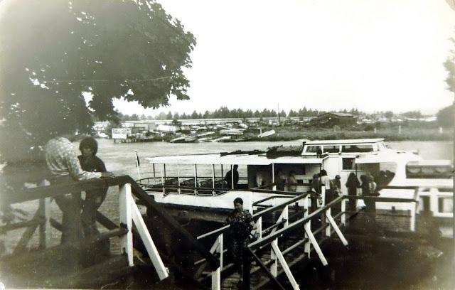 Июнь 1977 года. Рига. Югла. Речной трамвай у причала