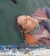 Γυναίκα ήταν αγνοούμενη επι 2 χρόνια και βρέθηκε να επιπλέει ζωντανή στη θάλασσα φορώντας εάν σωσίβιο (Video)