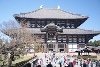 Imagen de la fachada principal del templo