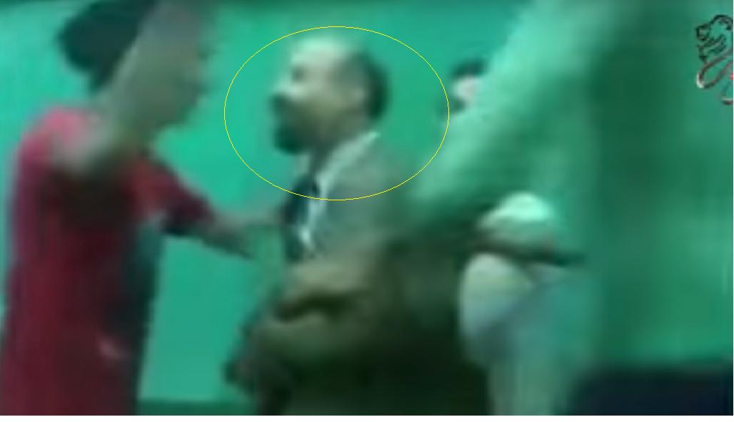 شاهد : فيديو كارثى لمجموعة من التلامبذ يسخرون من مدرس داخل الفصل !!