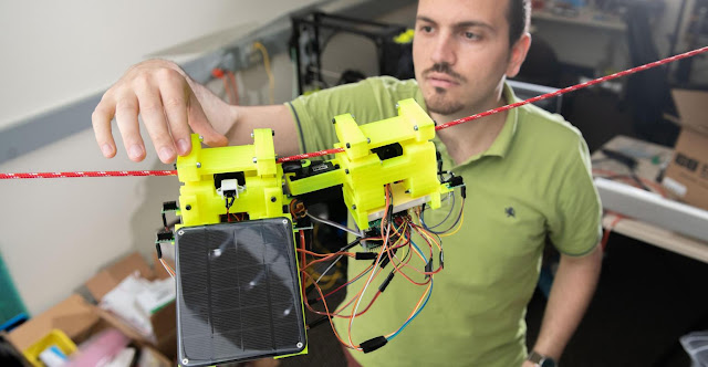 Robot-sloth monitors environment in the rhythm of nature