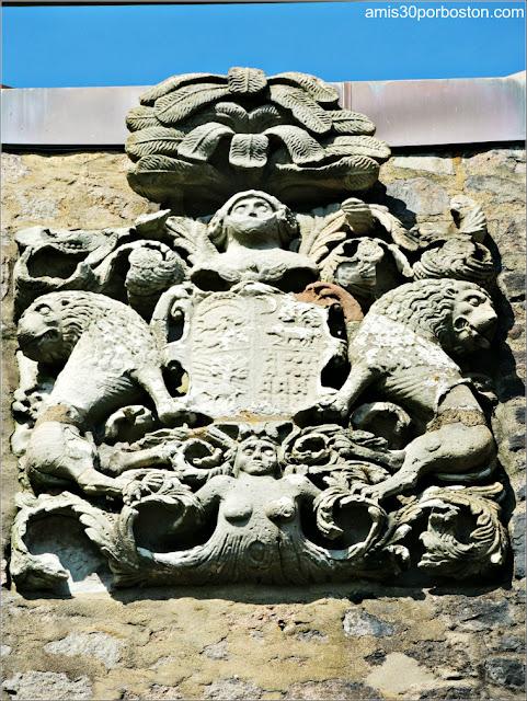 Escudo en las Torres del Castillo Hammond, Gloucester