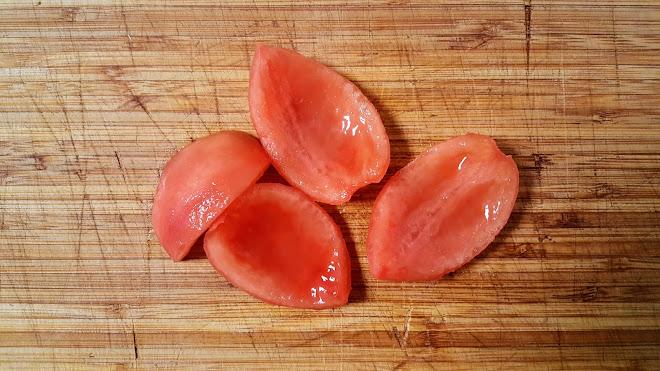 pétalos de tomate.