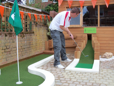 Garden minigolf in East Finchley, London