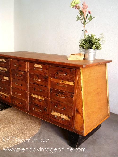 Comprar cajonera antigua vintage de madera. mueble aparador antiguo de madera con muchos cajones
