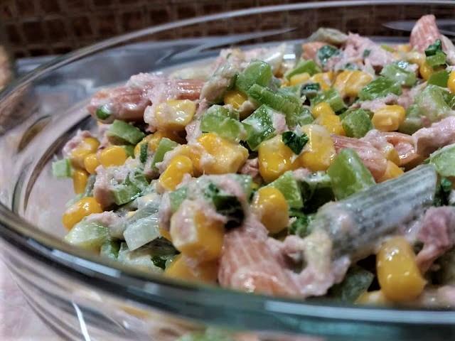 Σαλάτα με πολύχρωμες πένες και τόνο