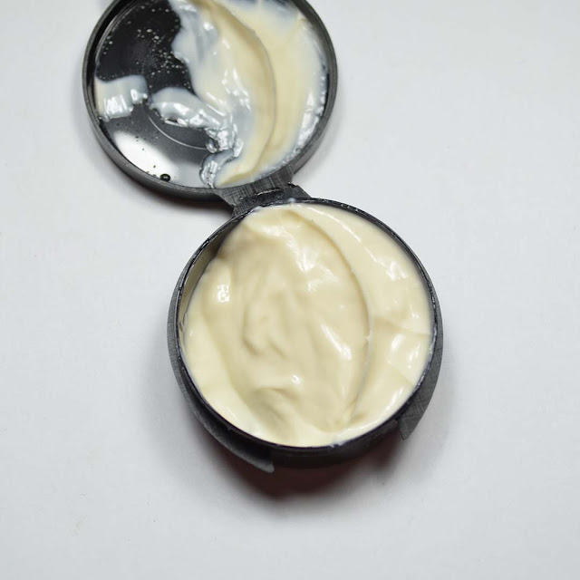 sample sized clamshell container of Sol Cheirosa '62 Brazilian Bum Bum Cream