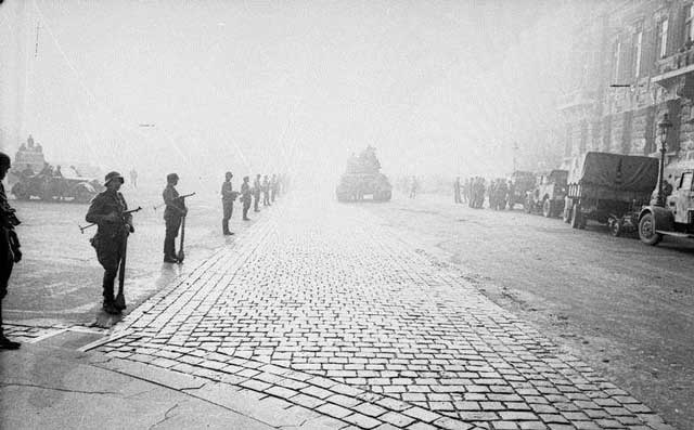 Panzerfausts  in Budapest, October 1944, worldwartwo.filminspector.com
