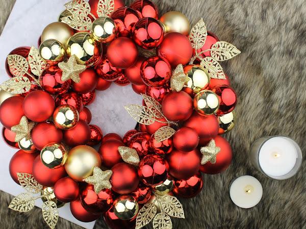 DIY | Deurkrans van Kerstballen