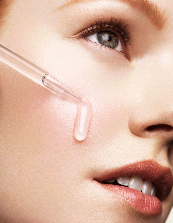 Hyaluronic Acid dạng serum bôi sẽ tập trung tác dụng lên vùng da