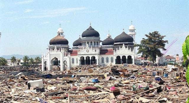 Contoh Teks Cerita Sejarah Gempa dan Tsunami Aceh