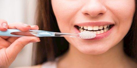 Cara Memutihkan Gigi Tanpa Biaya Mahal