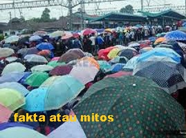 https://faktaataumitosyo.blogspot.com/2018/05/fakta-atau-mitos-jangan-membuka-payung-di-dalam-rumah.html