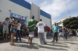 PEC do auxílio recebe enxurrada de críticas e votação deve ser adiada