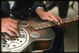 Memilih gitar akustik yang bagus dan ideal