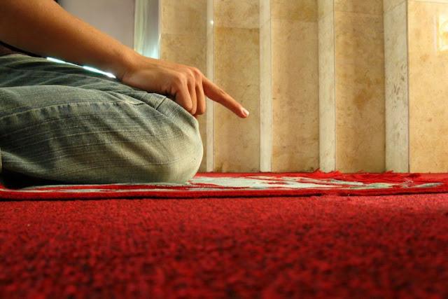 4 Doa Penting Setelah Tahiyat Akhir yang Banyak Dilewatkan Karena Tidak Tahu