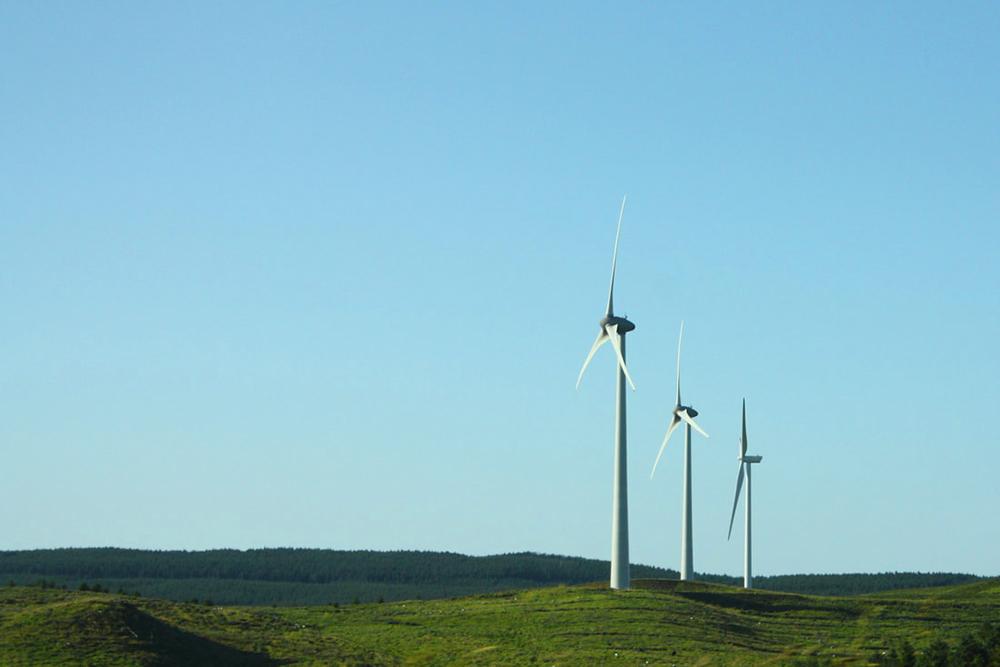 Foto landscape sederhana dnegan baling baling tenagar turbin