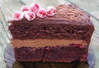 Торт «Пища дьявола» с шоколадным ганашомторты, торты шоколадные, ганаш, ганаш шоколадный, торты праздничные, торты на Хэллоуин, блюда на Хэллоуин, шоколад, бисквит шоколадный, тесто бисквитное, рецепты, рецепты тортов,  http://eda.parafraz.space/