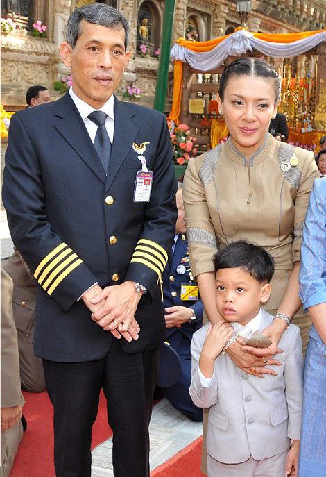 Royal Family Around The World Thailands King Bhumibol -9778