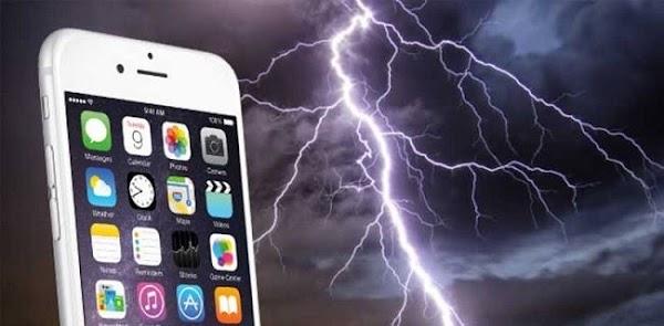 Main Ponsel saat Hujan Bisa Tersambar Petir, Benarkah?