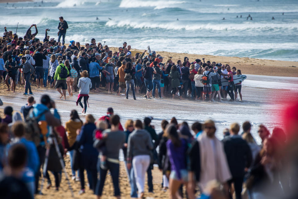 2 Crowd 2015 Quiksilver Pro France Fotos WSL Poullenot Aquashot